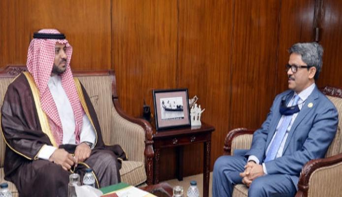সোমবার পররাষ্ট্র প্রতিমন্ত্রী মোঃ শাহরিয়ার আলমের সাথে মন্ত্রণালয়ের সভাকক্ষে সোদি আরবের রাষ্ট্রদূত 'Essa Yousef Essa Alduhailan, সাক্ষাৎ করেন -পিআইডি
