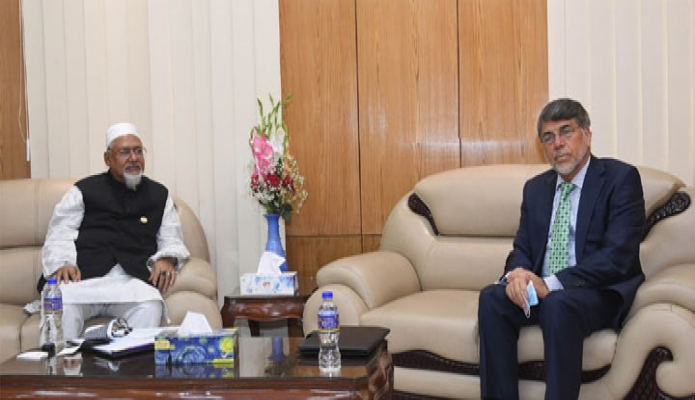 মঙ্গলবার ধর্ম প্রতিমন্ত্রী মো. ফরিদুল হক খান এর সাথে মন্ত্রণালয়ে তাঁর অফিসকক্ষে আফগানিস্তানের রাষ্ট্রদূত 'Abdul Rahim Oraz' সাক্ষাৎ করেন -পিআইডি