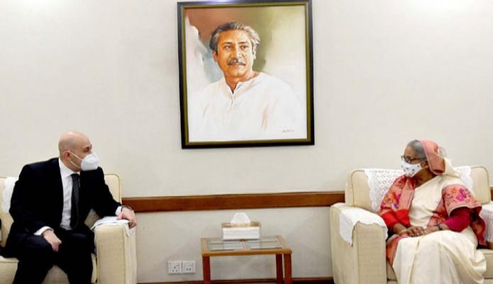 বুধবার প্রধানমন্ত্রী শেখ হাসিনার সাথে গণভবনে বাংলাদেশে নবনিযুক্ত মিশরের রাষ্ট্রদূত 'Haytham Ghobashy, সাক্ষাৎ করেন-পিআইডি