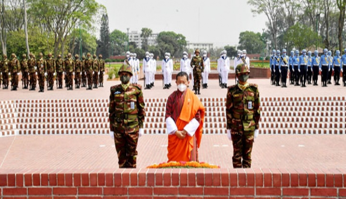 মঙ্গলবার ভুটানের প্রধানমন্ত্রী ডা. লোটে শেরিং জাতীয় স্মৃতিসৌধে পুষ্পস্তবক অর্পণ করে মহান মুক্তিযুদ্ধে শহিদদের প্রতি শ্রদ্ধা নিবেদন করেন -পিআইডি