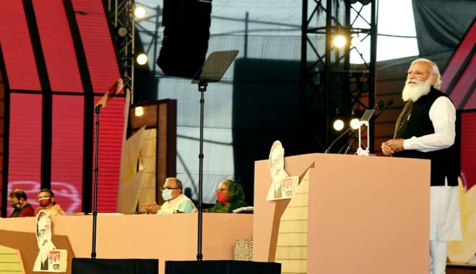শুক্রবার ভারতের প্রধানমন্ত্রী নরেন্দ্র মোদি জাতির পিতা বঙ্গবন্ধু শেখ মুজিবুর রহমানের জন্মশতবার্ষিকী ও স্বাধীনতার সুবর্ণজয়ন্তী উপলক্ষে দশ দিনব্যাপী অনুষ্ঠানমালার সমাপনী দিনে ঢাকায় জাতীয় প্যারেড গ্রাউন্ডে আয়োজিত অনুষ্ঠানে বক্তব্য রাখেন -পিআইডি