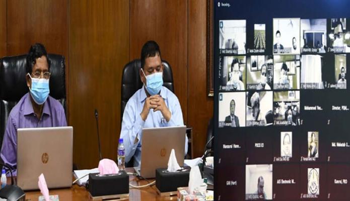 রবিবার কৃষিমন্ত্রী ড. মোঃ আব্দুর রাজ্জাক মন্ত্রণালয়ের সম্মেলন কক্ষ থেকে 'শাক-সবজি ও ফল রপ্তানিকারক সমিতি'র নেতৃবৃন্দের সাথে ভার্চুয়ালি মতবিনিময় করেন -পিআইডি