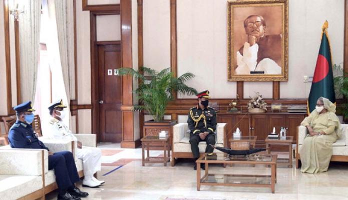 বৃহস্পতিবার প্রধানমন্ত্রী শেখ হাসিনার সাথে গণভবনে নবনিযুক্ত সেনাবাহিনী প্রধান জেনারেল এস এম শফিউদ্দিন আহমেদ সাক্ষাৎ করেন -পিআইডি