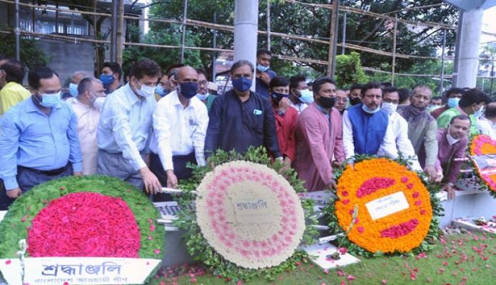 রবিবার বঙ্গমাতা বেগম ফজিলাতুন নেছা মুজিবের ৯১তম জন্মবার্ষিকী উপলক্ষ্যে সংস্কৃতি প্রতিমন্ত্রী কে এম খালিদ বনানী কবরস্থানে পুষ্পস্তবক অর্পণ করেন -পিআইডি