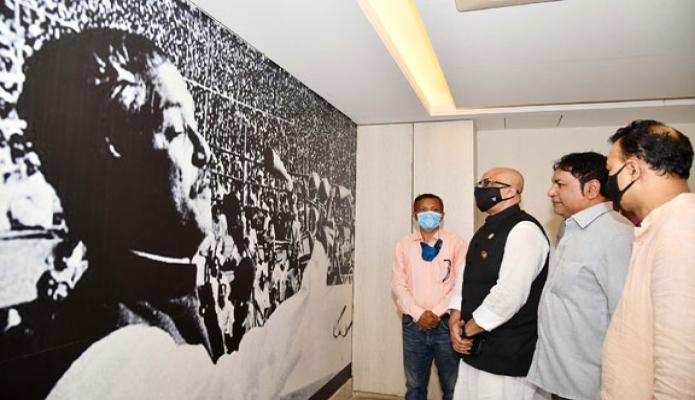 সোমবার তথ্য ও সম্প্রচার প্রতিমন্ত্রী ডা. মোঃ মুরাদ হাসান চট্রগ্রাম প্রেসক্লাবের 'বঙ্গবন্ধু হল' পরিদর্শন করেন -পিআইডি