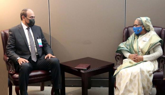 মঙ্গলবার প্রধানমন্ত্রী শেখ হাসিনার সাথে নিউইয়র্কে জাতিসংঘ সদরদপ্তরে কুয়েতের প্রধানমন্ত্রী ' শখে 'সাবাহ খালেদ আল-হামাদ আল-সাবাহ, সাক্ষাৎ করেন