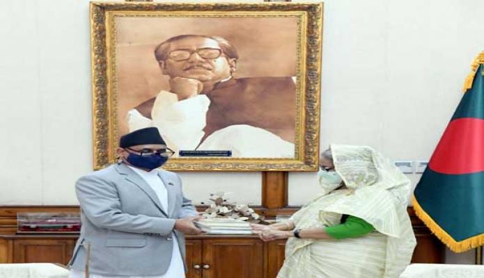রবিবার প্রধানমন্ত্রী শেখ হাসিনা গণভবনে নেপালের বিদায়ি 'Dr. Banshidhar Mishra' রাষ্ট্রদূতকে বঙ্গবন্ধুর লেখা 'অসমাপ্ত আত্মজীবনী' ও 'কারাগারের রোচনামচা' সহ কয়েকটি বই এর ইংরেজি অনুদানের কপি উপহার দেন -পিআইডি