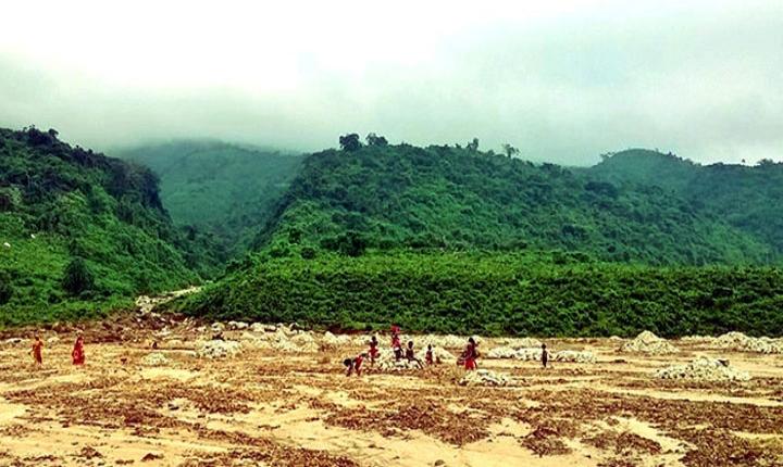তাহিরপুর সীমান্তে ১০০মে.টন চোরাই কয়লা আটক