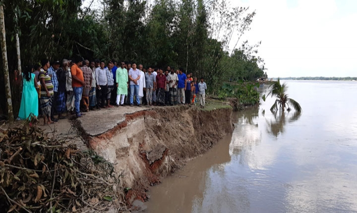 আলফাডাঙ্গায় মধুমতি নদী ভাঙ্গনে স্কুলসহ বসতবাড়ী বিলীন