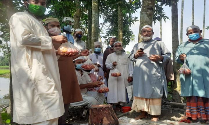 নীলফামারীতে ইমাম-মোয়াজ্জেমদের জন্য কোরবানির গরু প্রদান