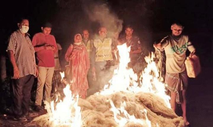 কাউখালীতে নিষেধাজ্ঞা অমান্য করে ইলিশ ধরতে যাওয়ায় এক জেলের কারাদণ্ড
